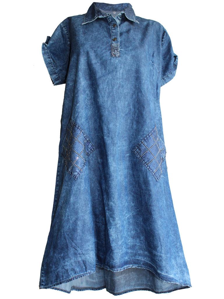 31d75d4639e Дамска дънкова рокля с джобове на ромбове 46-54 | Vivamoda