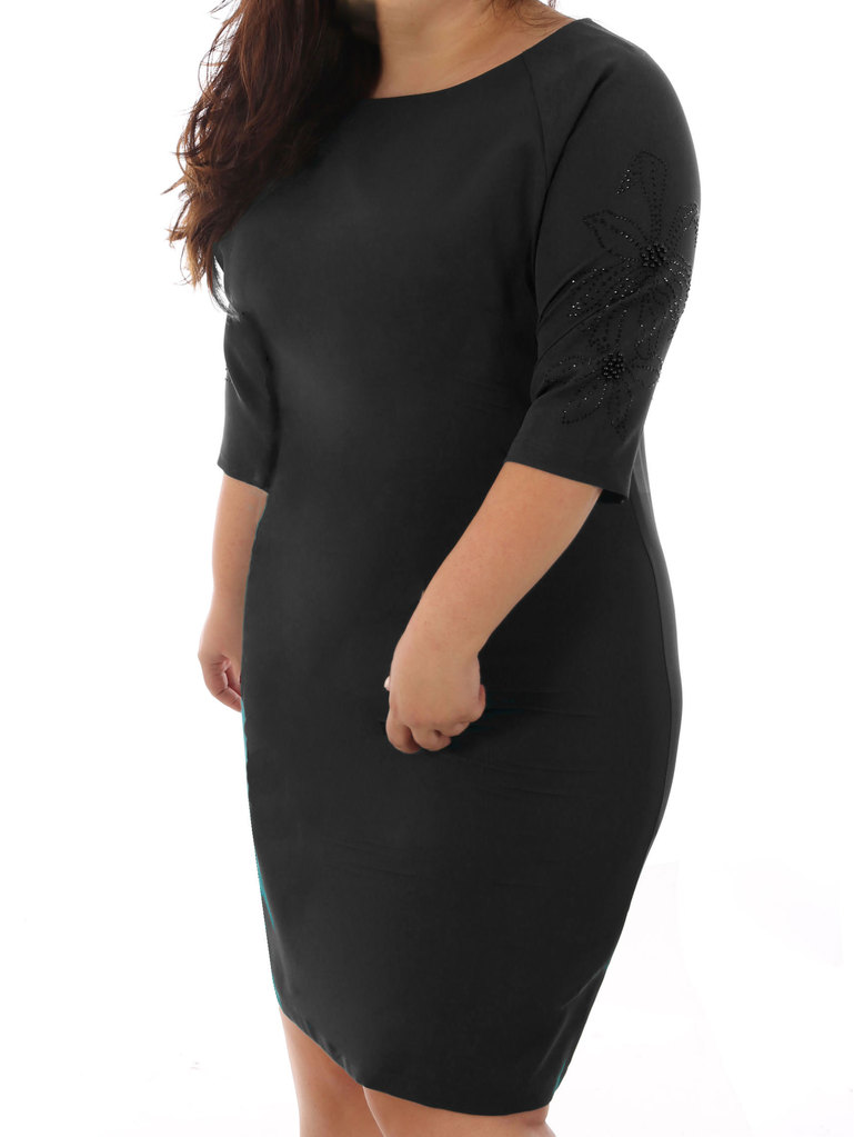 fa06e3e6325 Дамска елегантна макси рокля с камъчета на ръкава 52-58 ВG черно ...