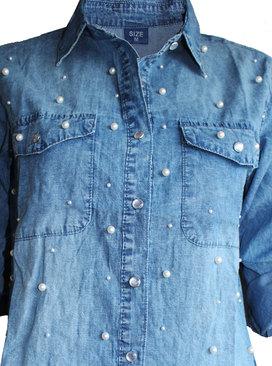 be263fc1440 Дамска дънкова риза с перли и джобове на предницата · Добави ...