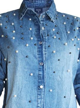 fd125e258c2 Дамска дънкова риза с перли на предницата без джобове. Добави ...